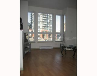 "Photo 3: 410 14 E ROYAL Avenue in New_Westminster: Fraserview NW Condo for sale in ""VICTORIA HILL"" (New Westminster)  : MLS®# V681021"