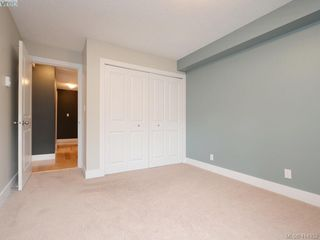 Photo 8: 203 2515 Dowler Pl in VICTORIA: Vi Hillside Condo Apartment for sale (Victoria)  : MLS®# 821831