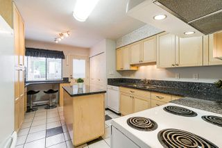 """Photo 3: 69 8555 KING GEORGE Boulevard in Surrey: Queen Mary Park Surrey Townhouse for sale in """"BEAR CREEK VILLAGE"""" : MLS®# R2397033"""