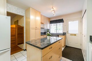 """Photo 4: 69 8555 KING GEORGE Boulevard in Surrey: Queen Mary Park Surrey Townhouse for sale in """"BEAR CREEK VILLAGE"""" : MLS®# R2397033"""