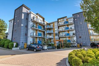 Photo 2: 506 935 Cloverdale Ave in : SE Quadra Condo for sale (Saanich East)  : MLS®# 858376