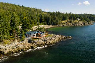 Photo 1: 5482 HILL Road in Sechelt: Sechelt District House for sale (Sunshine Coast)  : MLS®# R2519038