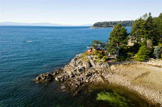 Photo 2: 5482 HILL Road in Sechelt: Sechelt District House for sale (Sunshine Coast)  : MLS®# R2519038