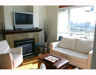 Photo 2: 611 10 RENAISSANCE Square in New_Westminster: Quay Condo for sale (New Westminster)  : MLS®# V663603