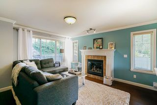 """Photo 2: 9 6238 192 Street in Surrey: Cloverdale BC Townhouse for sale in """"Bakerview Terrace"""" (Cloverdale)  : MLS®# R2442688"""