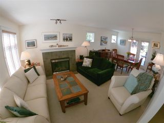 Photo 3: 6334 WILLIAMS Place in Sechelt: Sechelt District House for sale (Sunshine Coast)  : MLS®# R2479877