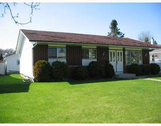 Photo 1: 1153 MONCTON Avenue in WINNIPEG: East Kildonan Residential for sale (North East Winnipeg)  : MLS®# 2809314