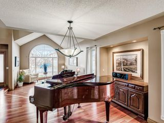 Photo 10: 238 Woodpark Green SW in Calgary: Woodlands Detached for sale : MLS®# A1054142
