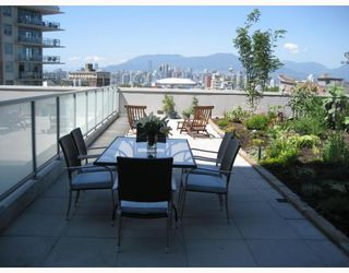 Photo 1: # 303 2770 SOPHIA ST: Condo for sale : MLS®# V778896