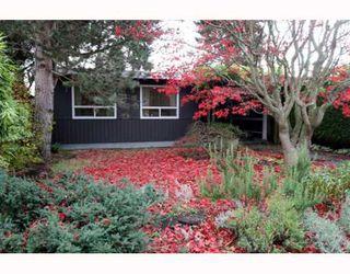 """Photo 1: 1722 BRAID Road in Tsawwassen: Beach Grove House for sale in """"Beach Grove"""" : MLS®# V797018"""
