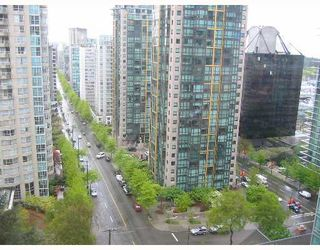 """Photo 3: 1605 1288 ALBERNI Street in Vancouver: West End VW Condo for sale in """"THE PALISADES"""" (Vancouver West)  : MLS®# V645039"""