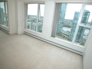 "Photo 5: 2007 1009 EXPO Boulevard in Vancouver: Downtown VW Condo for sale in ""LANDMARK 33S"" (Vancouver West)  : MLS®# V705605"