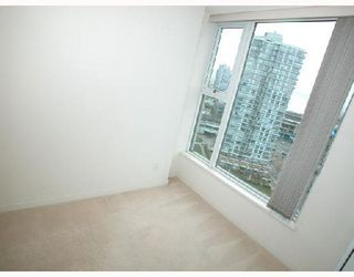 "Photo 17: 2007 1009 EXPO Boulevard in Vancouver: Downtown VW Condo for sale in ""LANDMARK 33S"" (Vancouver West)  : MLS®# V705605"