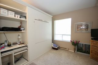"""Photo 10: 209 1459 BLACKWOOD Street: White Rock Condo for sale in """"CHARTWELL"""" (South Surrey White Rock)  : MLS®# R2397945"""