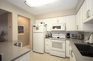 """Photo 3: 209 1459 BLACKWOOD Street: White Rock Condo for sale in """"CHARTWELL"""" (South Surrey White Rock)  : MLS®# R2397945"""