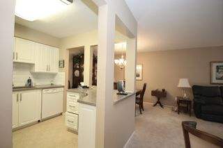 """Photo 4: 209 1459 BLACKWOOD Street: White Rock Condo for sale in """"CHARTWELL"""" (South Surrey White Rock)  : MLS®# R2397945"""