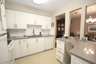 """Photo 1: 209 1459 BLACKWOOD Street: White Rock Condo for sale in """"CHARTWELL"""" (South Surrey White Rock)  : MLS®# R2397945"""