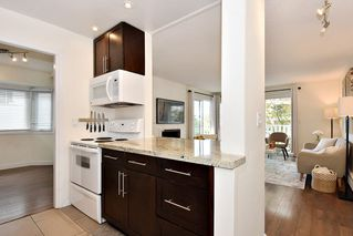 "Photo 12: 206 2365 W 3RD Avenue in Vancouver: Kitsilano Condo for sale in ""LANDMARK HORIZON"" (Vancouver West)  : MLS®# R2409461"