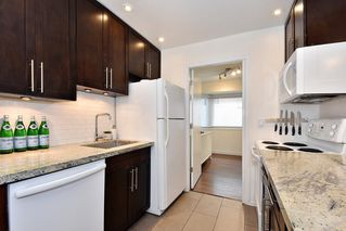 "Photo 11: 206 2365 W 3RD Avenue in Vancouver: Kitsilano Condo for sale in ""LANDMARK HORIZON"" (Vancouver West)  : MLS®# R2409461"