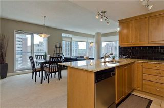 Photo 11: 1808 910 5 Avenue SW in Calgary: Downtown Commercial Core Apartment for sale : MLS®# C4302434