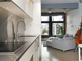 """Photo 9: 501 53 W HASTINGS Street in Vancouver: Downtown VW Condo for sale in """"PARIS BLOCK"""" (Vancouver West)  : MLS®# R2404380"""