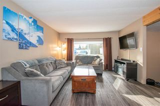 """Photo 3: 63 95 LAIDLAW Road in Smithers: Smithers - Rural Manufactured Home for sale in """"MOUNTAIN VIEW MOBILE HOME PARK"""" (Smithers And Area (Zone 54))  : MLS®# R2410431"""