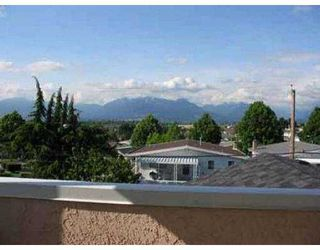 Photo 2: 4110 PENTICTON ST in Vancouver: Renfrew Heights House for sale (Vancouver East)  : MLS®# V538012