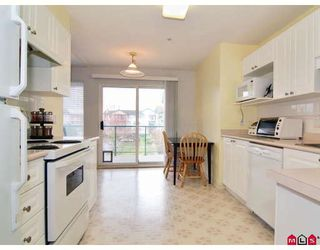 """Photo 3: 305 20433 53RD Avenue in Langley: Langley City Condo for sale in """"COUNTRYSIDE ESTATES"""" : MLS®# F2806828"""