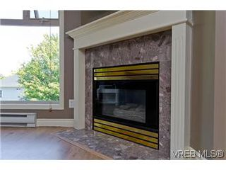 Photo 2: 307 2527 Quadra Street in VICTORIA: Vi Hillside Condo Apartment for sale (Victoria)  : MLS®# 298053
