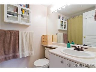 Photo 15: 307 2527 Quadra Street in VICTORIA: Vi Hillside Condo Apartment for sale (Victoria)  : MLS®# 298053
