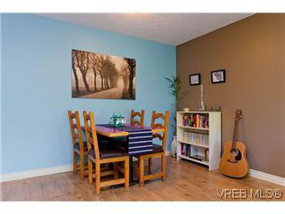 Photo 3: 307 2527 Quadra Street in VICTORIA: Vi Hillside Condo Apartment for sale (Victoria)  : MLS®# 298053