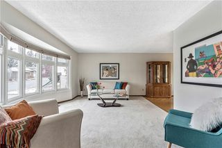 Photo 3: 7104 SILVERVIEW Road NW in Calgary: Silver Springs Detached for sale : MLS®# C4275510