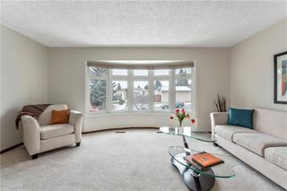 Photo 4: 7104 SILVERVIEW Road NW in Calgary: Silver Springs Detached for sale : MLS®# C4275510