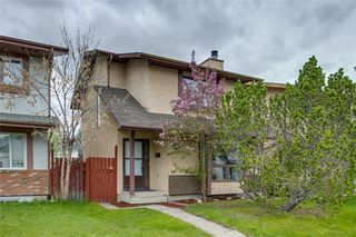 Photo 2: 23 SUNVALE Court SE in Calgary: Sundance Detached for sale : MLS®# C4297368