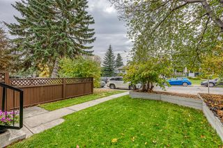Photo 2: 836A 68 Avenue SW in Calgary: Kingsland Row/Townhouse for sale : MLS®# A1042636