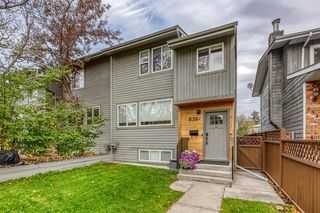 Main Photo: 836A 68 Avenue SW in Calgary: Kingsland Row/Townhouse for sale : MLS®# A1042636