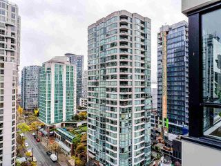 "Photo 24: 1810 909 MAINLAND Street in Vancouver: Yaletown Condo for sale in ""YALETOWN PARK II"" (Vancouver West)  : MLS®# R2518845"