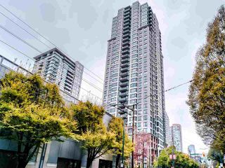 "Photo 11: 1810 909 MAINLAND Street in Vancouver: Yaletown Condo for sale in ""YALETOWN PARK II"" (Vancouver West)  : MLS®# R2518845"