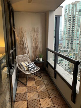 "Photo 10: 1810 909 MAINLAND Street in Vancouver: Yaletown Condo for sale in ""YALETOWN PARK II"" (Vancouver West)  : MLS®# R2518845"