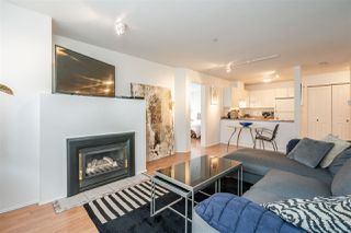 Photo 5: 304 335 CARNARVON STREET in New Westminster: Downtown NW Condo for sale : MLS®# R2448151