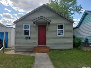 Photo 1: 1131 N Avenue South in Saskatoon: Holiday Park Residential for sale : MLS®# SK810529