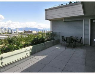 "Photo 7: 101 977 W 8TH Avenue in Vancouver: Fairview VW Condo for sale in ""THE EIGHTH AVENUE"" (Vancouver West)  : MLS®# V661176"