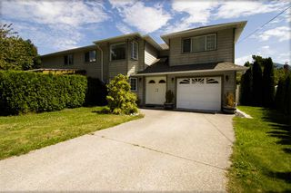 Photo 2: 41552 RAE Road in Squamish: Brackendale House 1/2 Duplex for sale : MLS®# R2391557