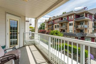 """Photo 15: 202 17740 58A Avenue in Surrey: Cloverdale BC Condo for sale in """"Derby Downs"""" (Cloverdale)  : MLS®# R2395191"""
