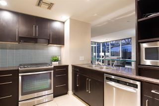 """Photo 5: 305 633 KINGHORNE Mews in Vancouver: Yaletown Condo for sale in """"ICON II"""" (Vancouver West)  : MLS®# R2419482"""