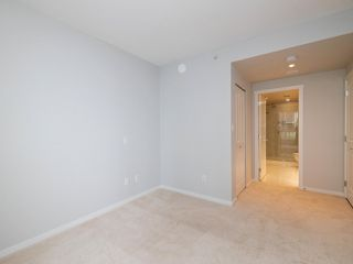 """Photo 11: 3008 6638 DUNBLANE Avenue in Burnaby: Metrotown Condo for sale in """"Midori by Polygon"""" (Burnaby South)  : MLS®# R2496874"""
