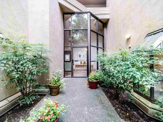 """Photo 1: 105 1922 W 7TH Avenue in Vancouver: Kitsilano Townhouse for sale in """"MAPLE GARDENS"""" (Vancouver West)  : MLS®# R2506845"""