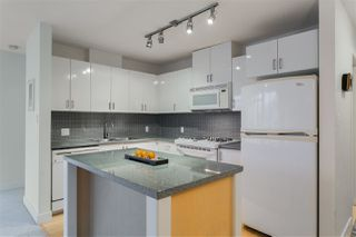 """Photo 2: 906 155 W 1ST Street in North Vancouver: Lower Lonsdale Condo for sale in """"Time"""" : MLS®# R2440353"""