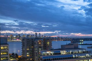 """Photo 13: 906 155 W 1ST Street in North Vancouver: Lower Lonsdale Condo for sale in """"Time"""" : MLS®# R2440353"""