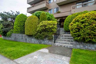 "Photo 1: 103 2100 W 3RD Avenue in Vancouver: Kitsilano Condo for sale in ""PANORAMA PLACE"" (Vancouver West)  : MLS®# R2457956"
